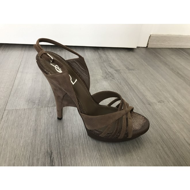 tweedehands Yves Saint Laurent Sandalen