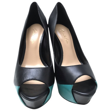 Tweedehands Charles & Keith Pumps