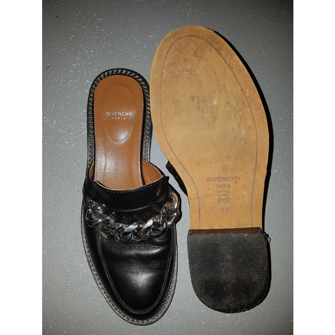tweedehands Givenchy Loafers