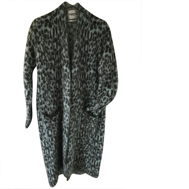 tweedehands Essentiel Jacke oder Mantel
