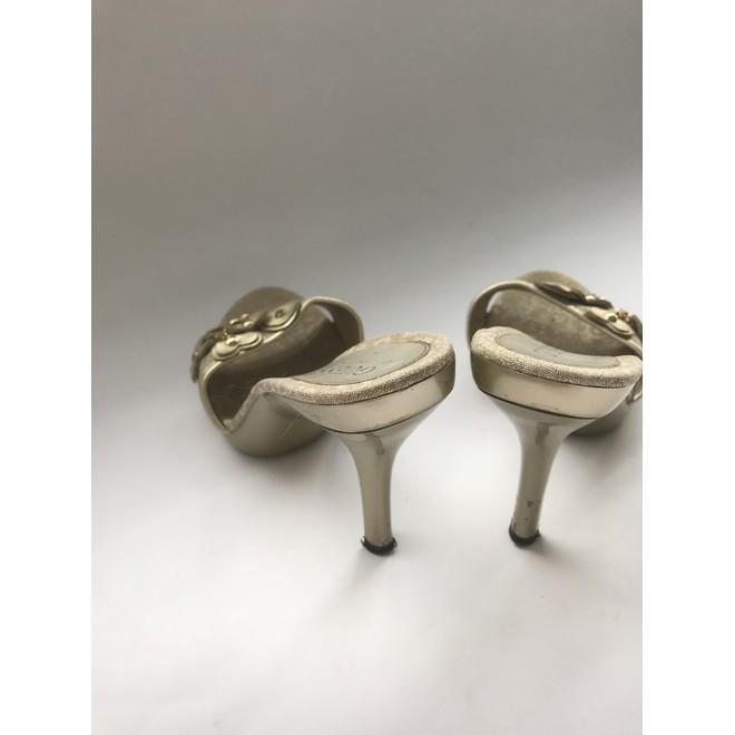 tweedehands Guess Sandalen