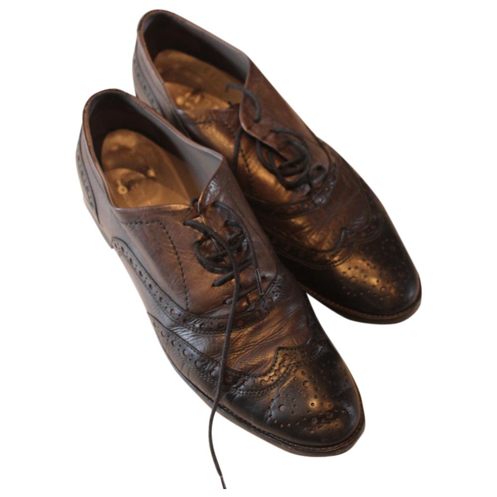 96f8dc206f7a92 Mooie lage veterschoen in zwart/grijs combinatie.leuke details stijl brogue  schoenen.(