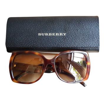 Tweedehands Burberry Zonnebril