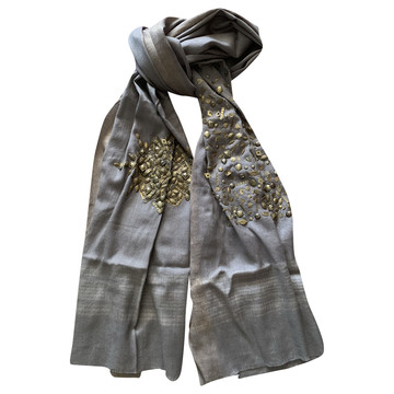 ce8733148f Koop tweedehands designer scarves in onze online shop | The Next Closet