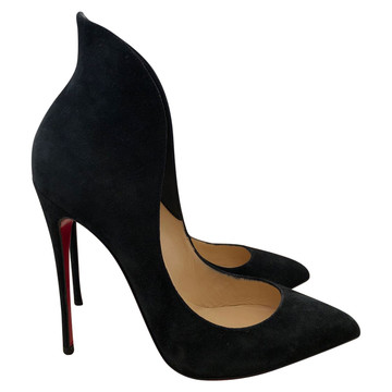 9b51250d759 Koop tweedehands Christian Louboutin in onze online shop | The Next Closet