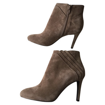 583b89f5586 Koop tweedehands designer schoenen in onze online shop | The Next Closet