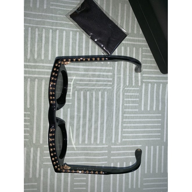 tweedehands Givenchy Zonnebril