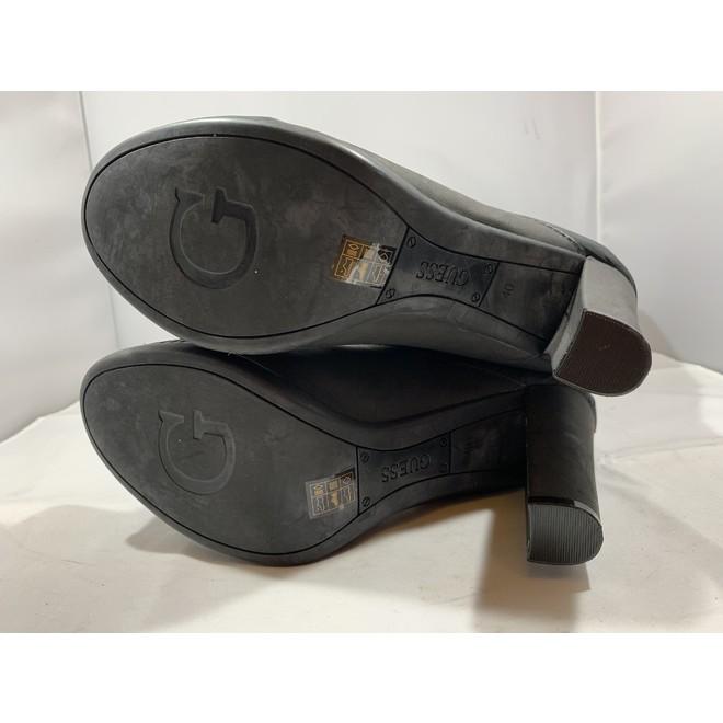 tweedehands Guess Boots