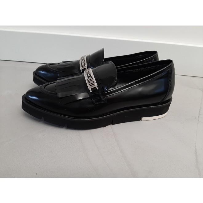 tweedehands Moschino Loafers